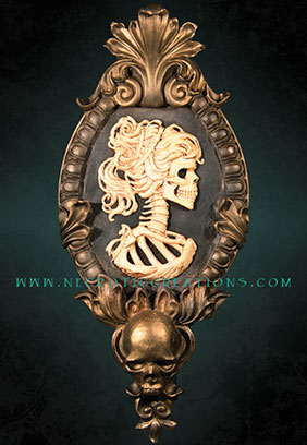 Gothic Victorian Lady Cameo (Gold)